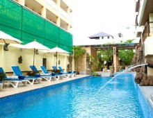 Pool in the hotel La Vintage Resort 3* (Patong Beach, Phuket, Thailand)