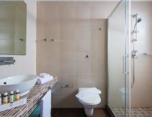 Bathroom in the Double Room in the I-Resort Beach Hotel & Spa 5* (Crete, Greece)