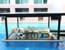 Pool bar in the hotel Woraburi Pattaya Resort & Spa 4* (Pattaya, Thailand)