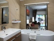 Bathroom in the Duplex Family Pool Access Room in the hotel Woraburi Pattaya Resort & Spa 4* (Pattaya, Thailand)