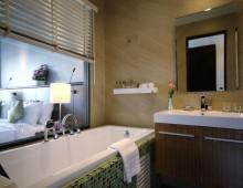 Bathroom in the Superior Pool View Room in the hotel Woraburi Pattaya Resort & Spa 4* (Pattaya, Thailand)