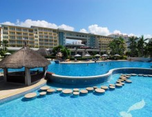 Pool in the Wan Jia Hotel Resort Sanya 5* (Hainan, China)