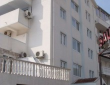 Building of the hotel Apartments Azzuro 4* (Budva, Montenegro)